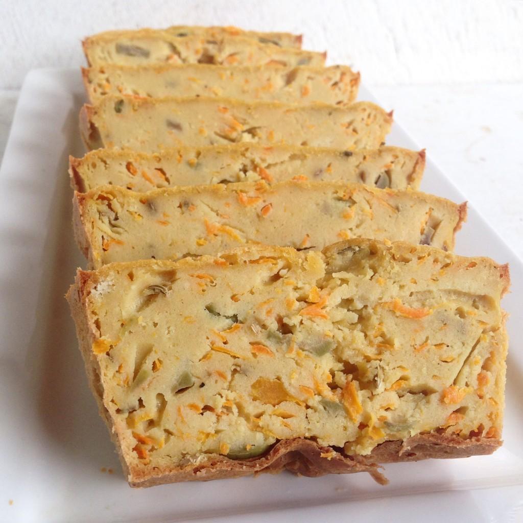 Torta salada de quinoa, zanahoria y aceitunas