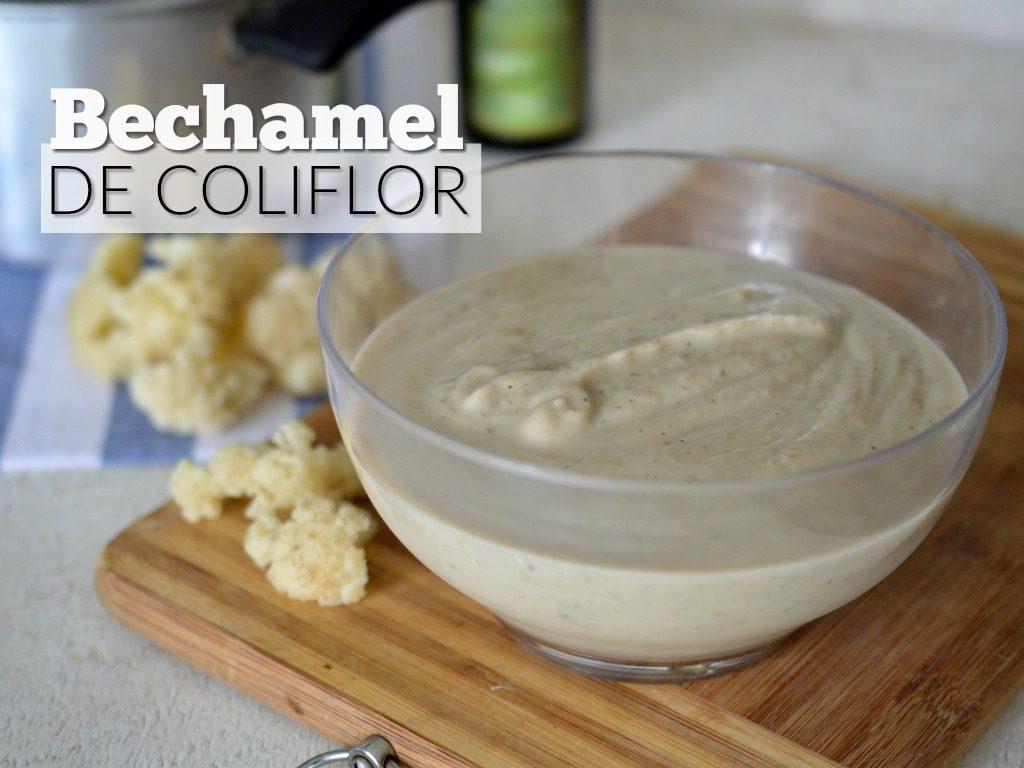 Foto de una recipiente con salsa bechamel saludable, hecha a base de coliflor.