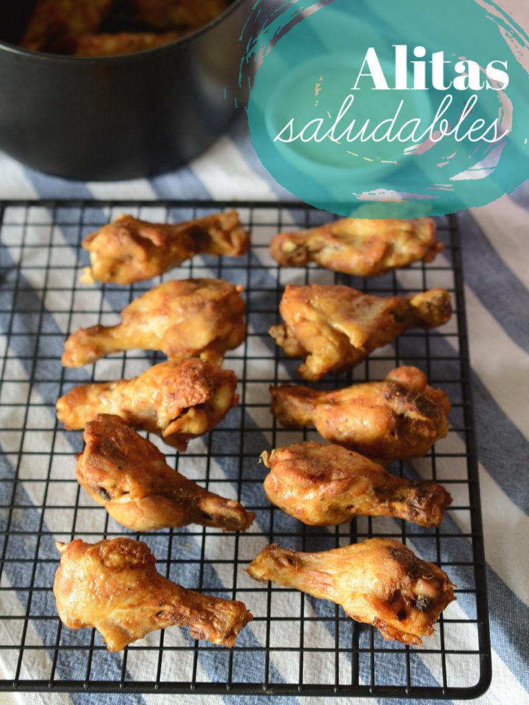 Foto de alitas saludables de pollo hechas en air fryer.