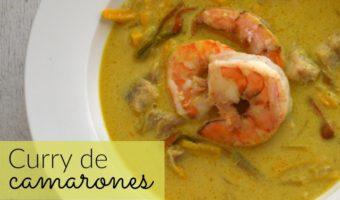 Curry de camarones, pescado y coco, como de restaurante