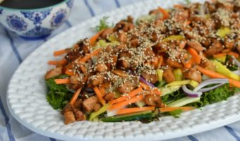 Ensalada oriental con salmón teriyaki, ¡un sano placer!