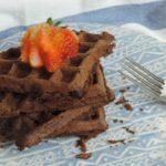Waffles proteicos de chocolate, ligeros y crocantes