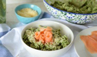 Pasta con salsa pesto y salmón, ¡delicioso almuerzo!